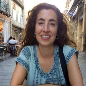 Dr.  Marta Coll